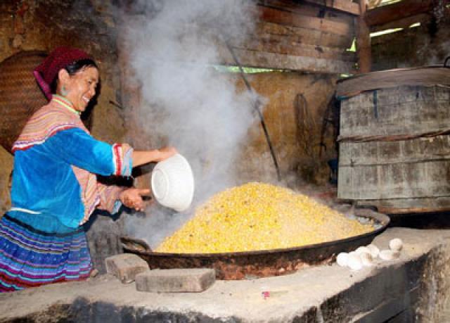 Rượu ngô – đặc sản chợ phiên vùng cao Hà Giang