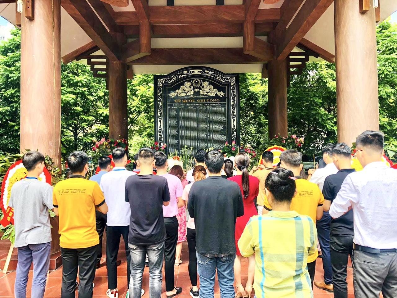 Cán bộ, nhân viên Dstore Hà Nội dâng hương tưởng niệm các Anh hùng liệt sỹ