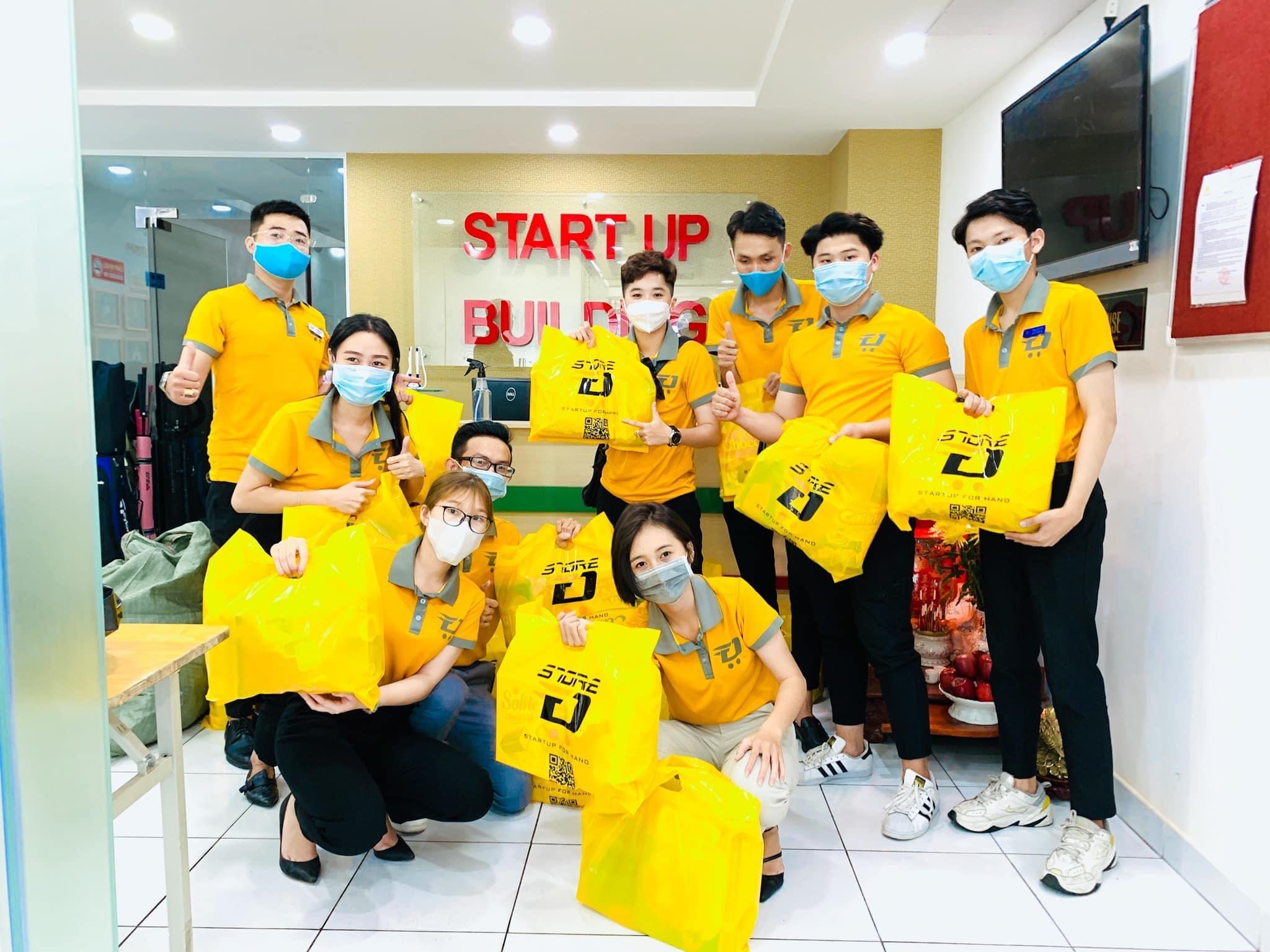Hoạt động thiện nguyện của các Bạn trẻ Dstore tại Chùa Từ Hạnh - Tân Bình