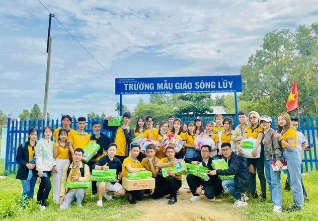 Vượt dặm đường xa đến với ngôi Trường mầm non và tiểu học Sông Luỹ, Bình Thuận